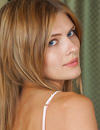 MetArt - Sandy Reign BY Catherine - Introducing SANDY REIGN
