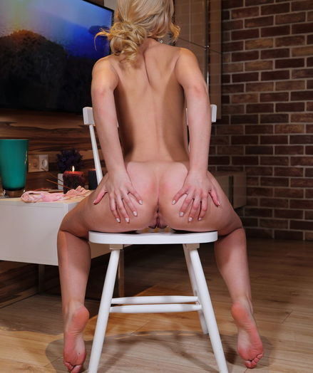 Isabella Star nude in erotic TULIP PINK gallery - MetArt.com